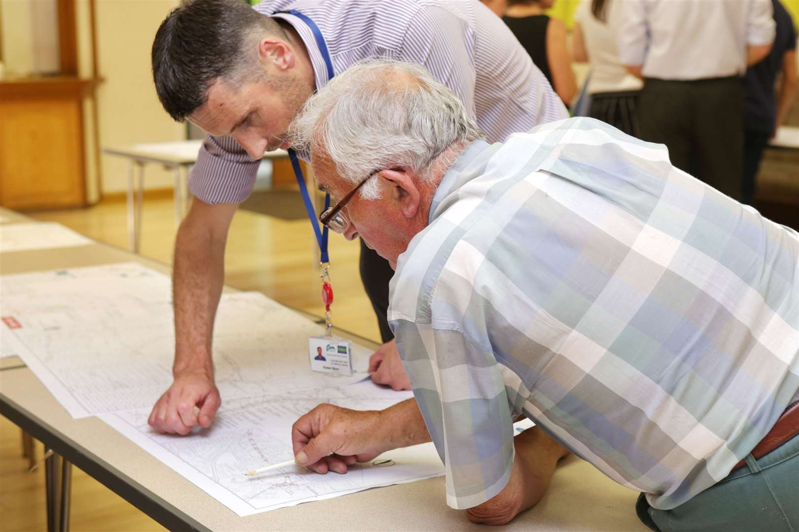 Farnsfield resident, George Rhodes talks with Robert Ward of Seven Trent Water during a public consultation event regarding a upgrade to road drainage in the area. 240719TV2-2. (14272092)