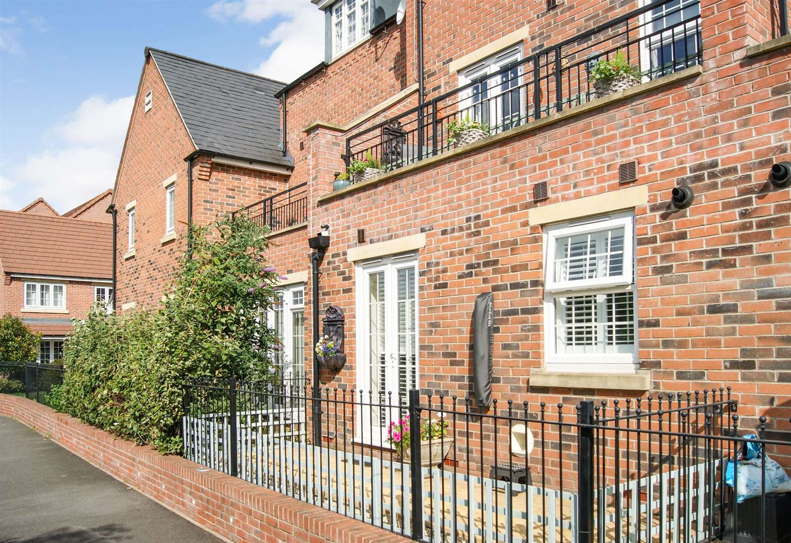 Modern townhouse with lovely views of River Trent