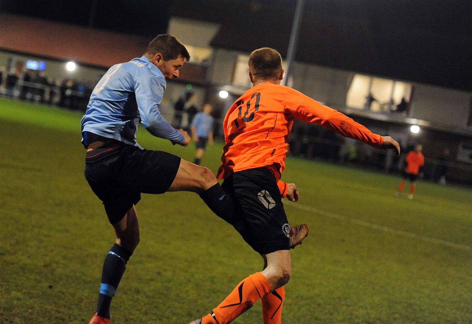 Town battle to the end in tough conditions