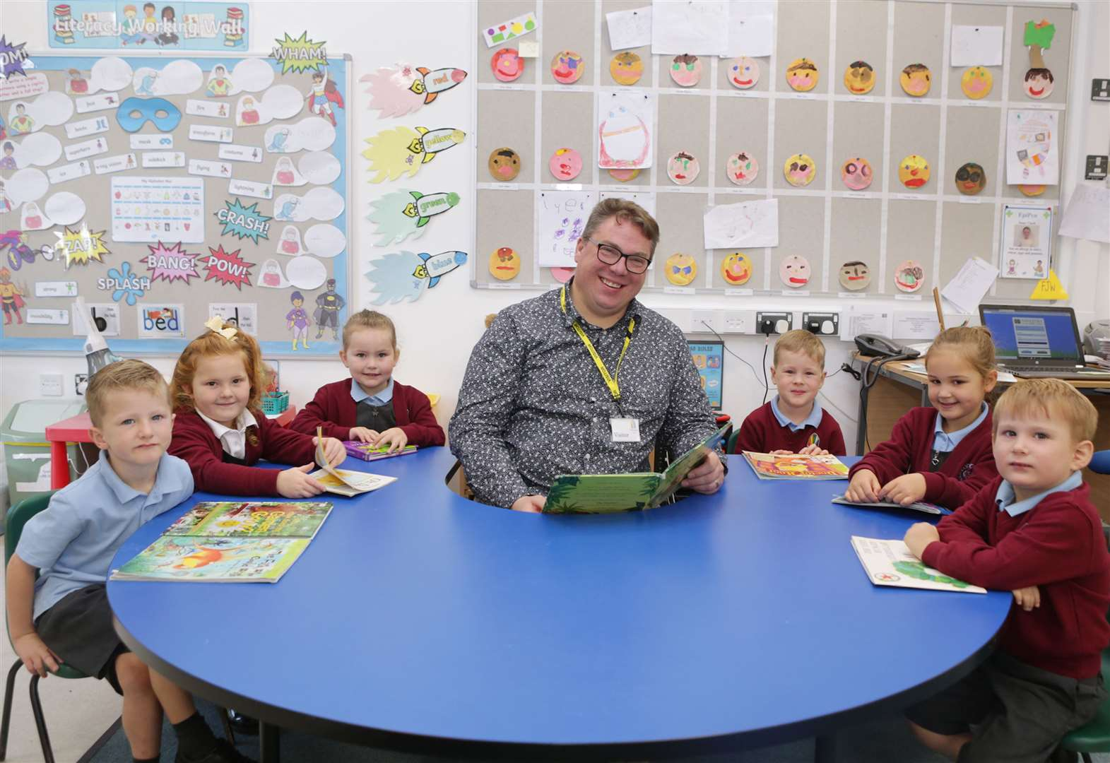 School's reading patron passes on top tips to pupils