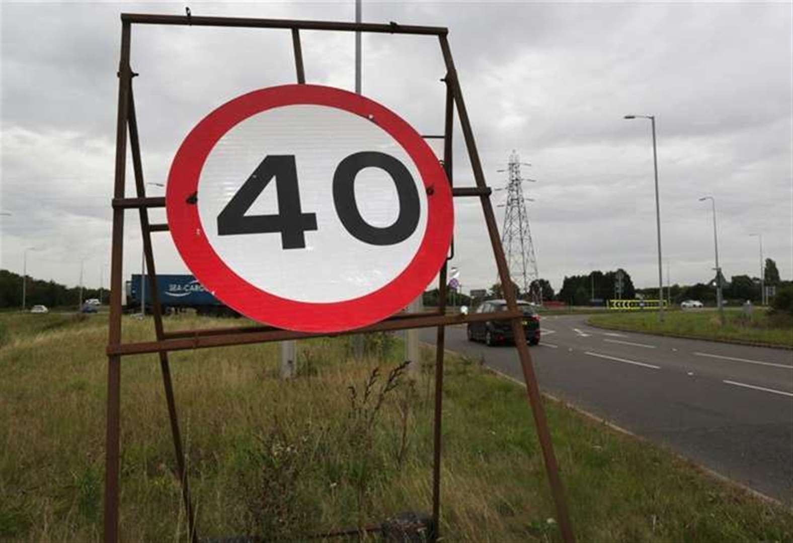 New speed limit signs to be installed at one of Newark's busiest roundabouts