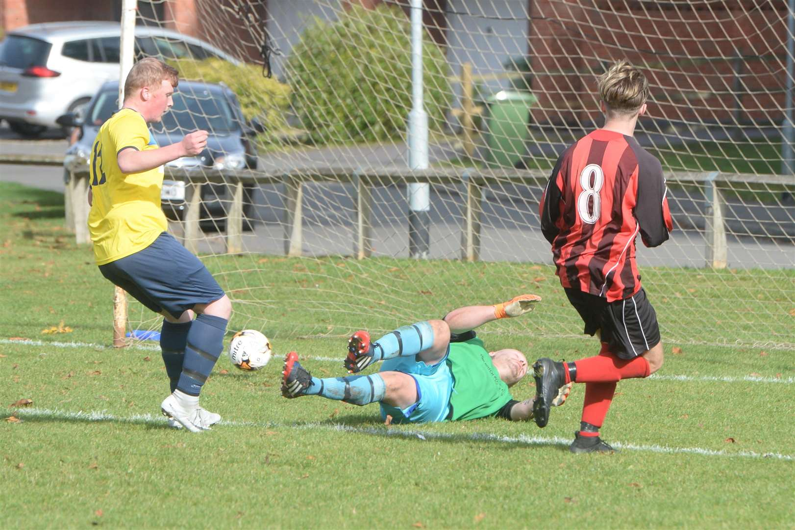 Connor Thompson nets for Fernwood. (red and black stripes). (4688174)