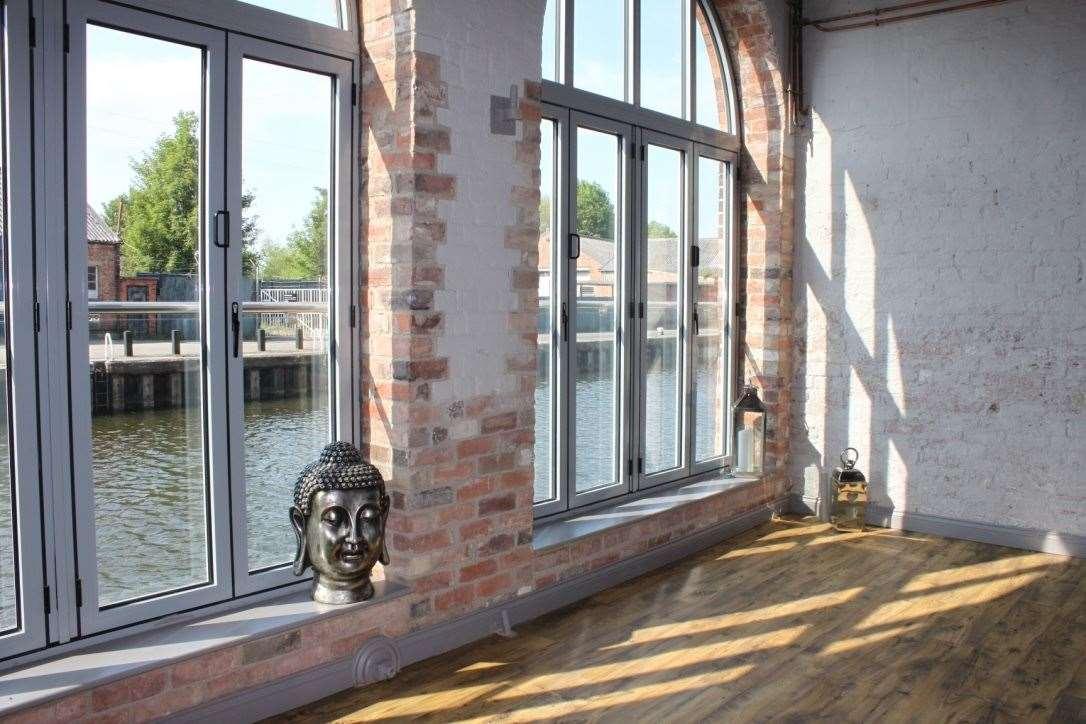 Heated yoga studio overlooking the river (42419604)
