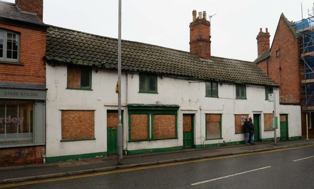 Plans have been submitted to transform the former Wok Inn, Portland Street, Newark, into two apartments. 090118DC1-1