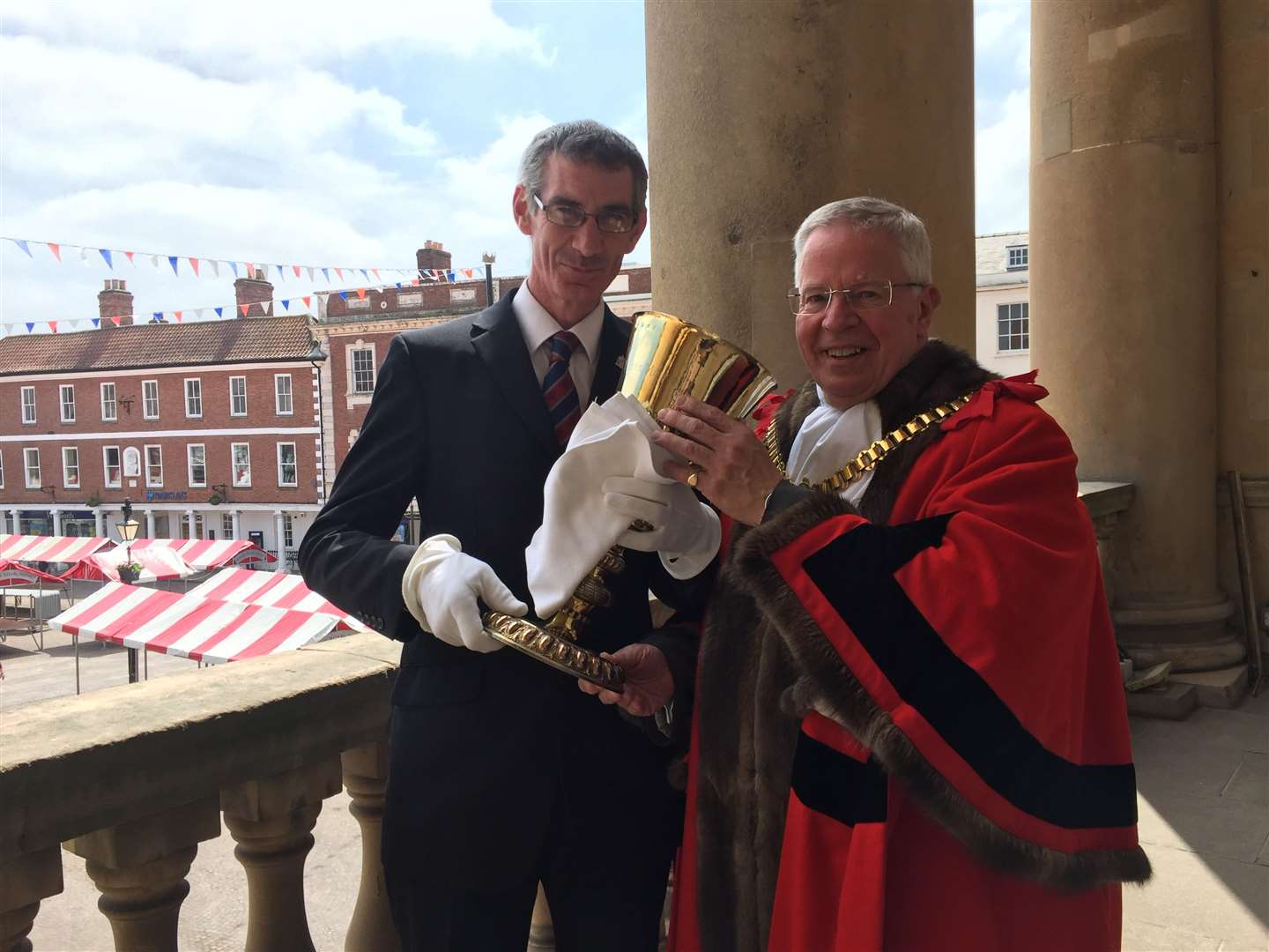 The Mayor of Newark, Mr Tony Roberts, is offered the traditional Loving Cup by the mayor's officer, Mr Pete Tomlinson. 100618LM1-1