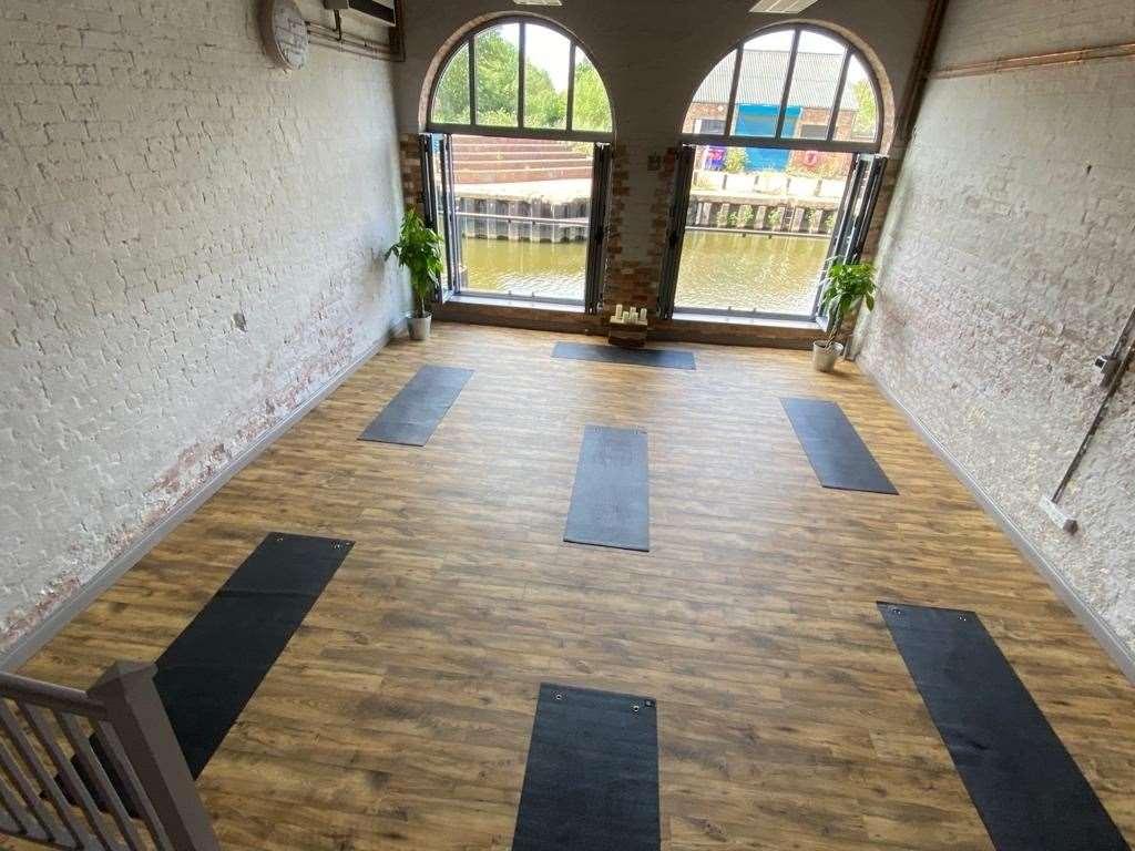 Socially-distanced yoga mats (42419437)