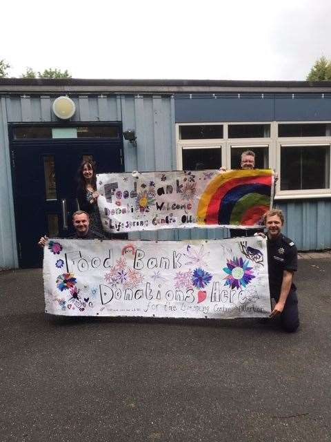 The banner produced by the school. (36666125)