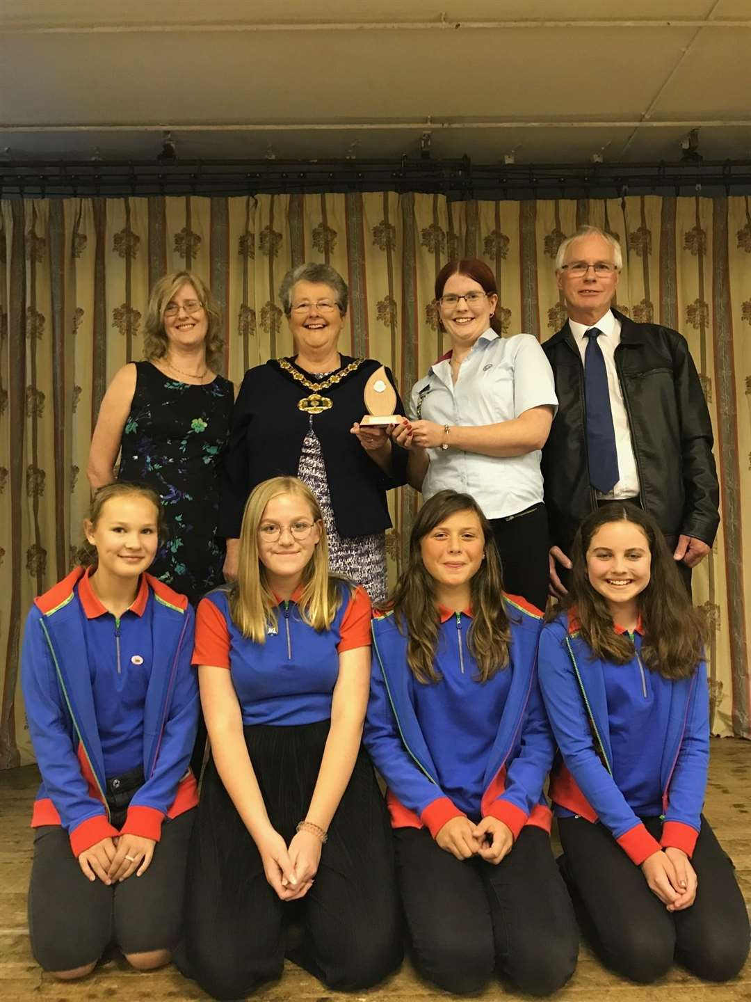 LtoR Jacqueline Turner, mum, Cheryl Turner, Community Hero award winner, Stephen Turner, dad. Front L to R: Girl Guides: Charlotte Rushton, Katie Bradley, Holly Webb, Olivia Brown (4200175)
