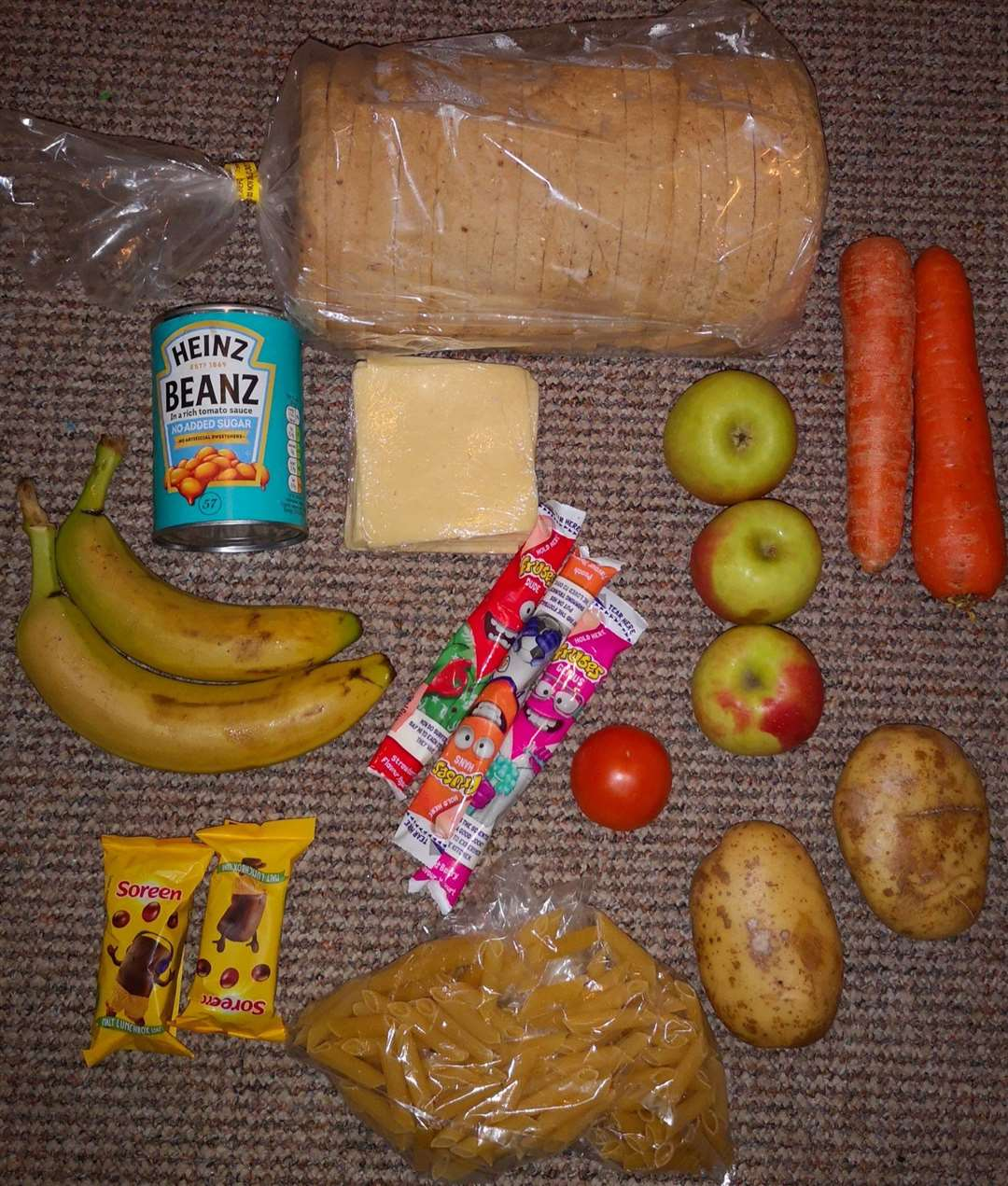 The food parcel received by a parent. Picture: RoadsideMum on Twitter (43923933)