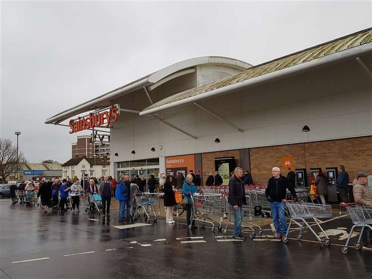 Sainsbury's is allowing the elderly to shop early (32298079)
