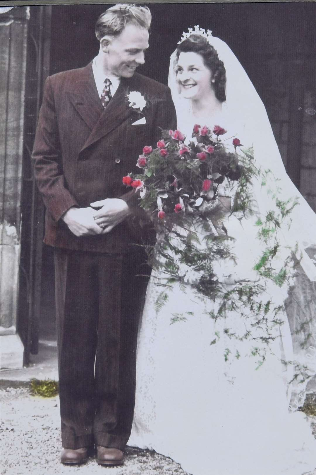 Stan and Nancy Renshaw of Screveton, celebrating their 70th wedding anniversary. .Wedding day photographs.. (8395208)
