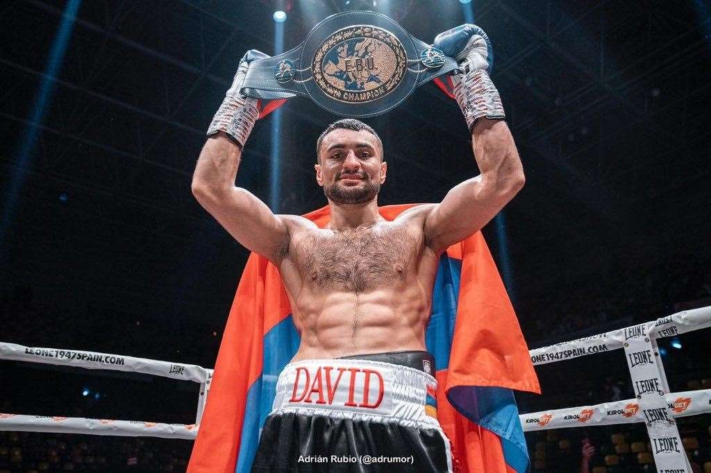David Avanesyan lifts the European belt.Picture: Adrian Rubio