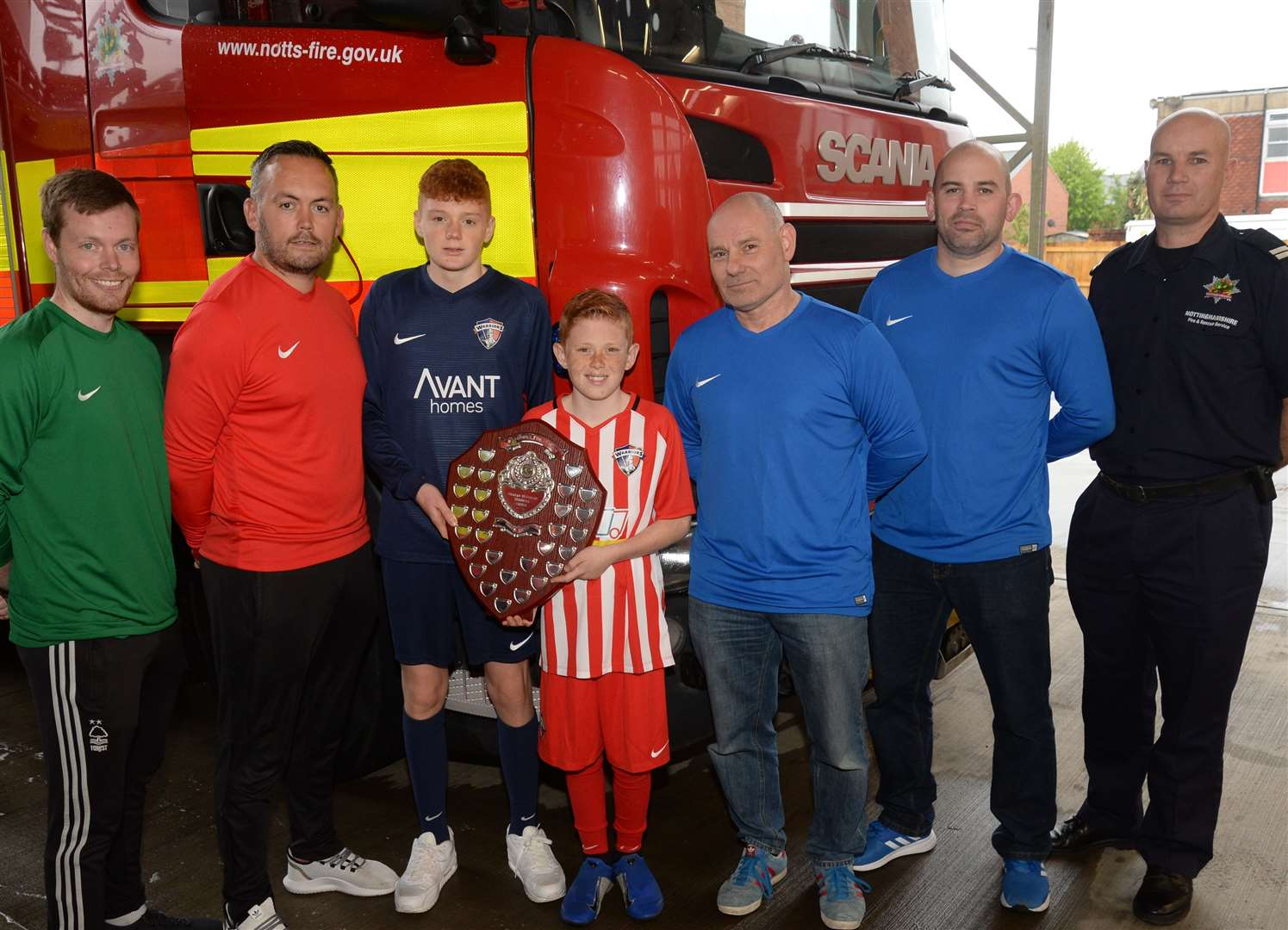 Left to right: Tom Clayton and Matt Ridyard from The Warriors team, Graham McGuigan's sons Jed, 14, and Brady, 12, and Crew Managers at Newark Fire Station, Mark Woolnough, Chris Tate and Darren Charters. 100519DC1-1. (10187626)